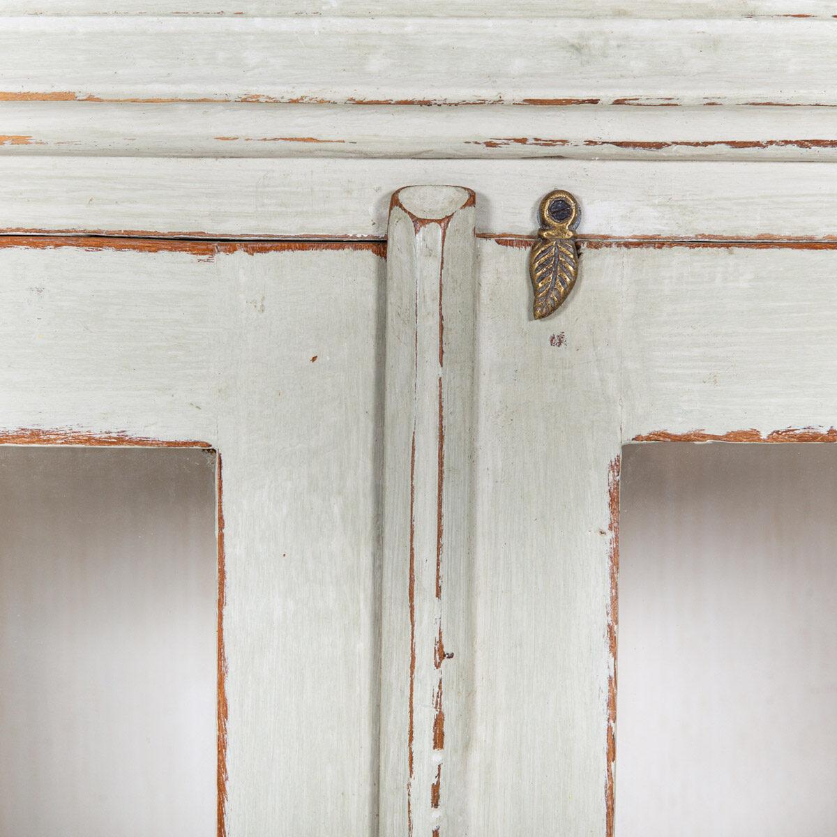 Vitrinekast-2-glazen-deuren-oud-groengrijs-10
