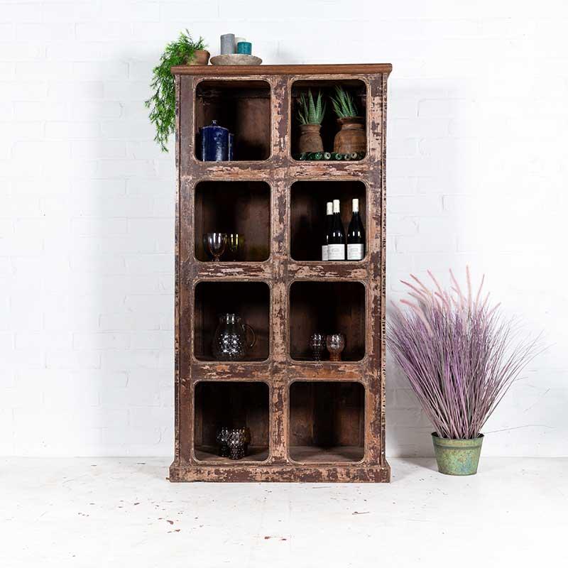 Unieke houten vakkenkast